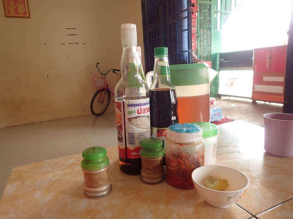 カンボジアの調味料セット
